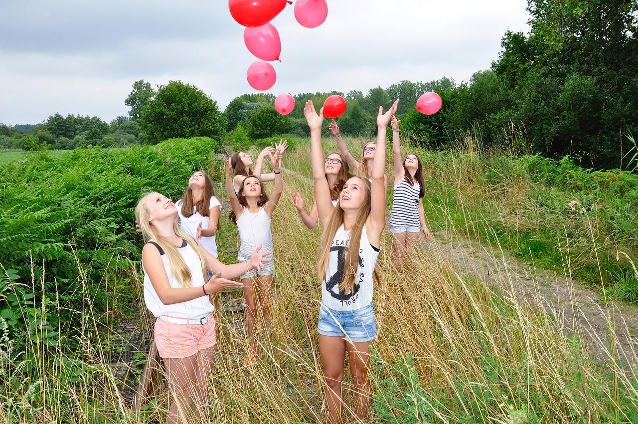 girls-1563093_1280